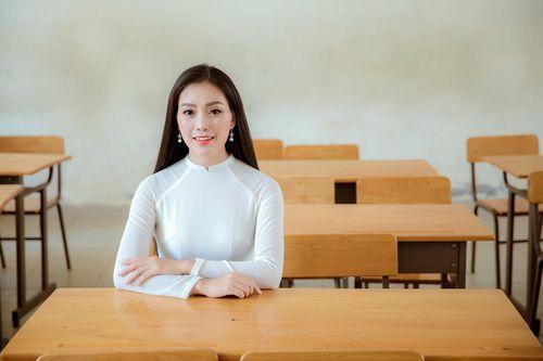 Huyền Trang Sao Mai gây xúc động với ca khúc tặng thầy cô giáo