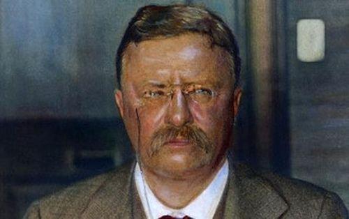 Tổng thống Roosevelt bị ám sát trúng đạn vẫn tiếp tục diễn thuyết 84 phút và 2 'bảo bối' cứu mạng