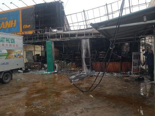 'Bà hỏa' thiêu rụi siêu thị mini, thiệt hại hơn 3 tỷ đồng
