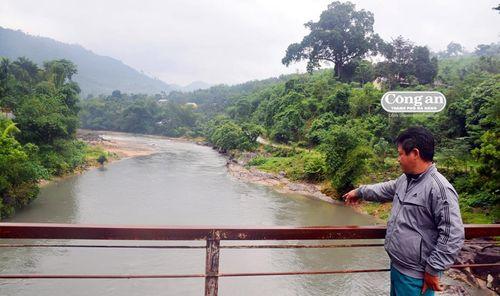Sông Bui ngầu đục do khai thác vàng?