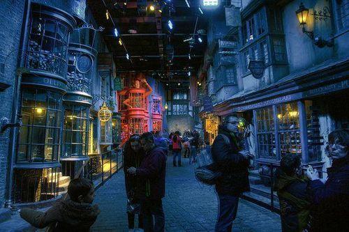 Nhân viên hãng Warner Bros đi tù vì ăn cắp đồ lưu niệm Harry Potter