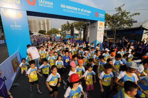 Gần 10.000 người tham dự giải Marathon HCM 2020