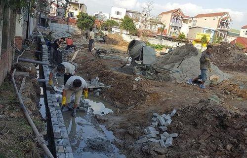 Thi công vỡ ống nước, gần 100 người dân mất nước sinh hoạt