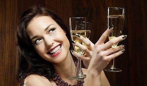 5 bài rượu thuốc được ví là thần dược 'hồi xuân' cho phái nữ