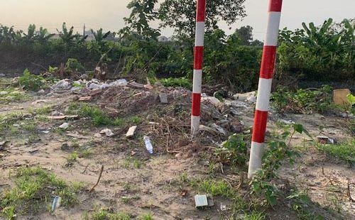 Tại trạm bơm sông Cầu Ngà, quận Nam Từ Liêm: Nhức nhối nạn đổ trộm phế thải