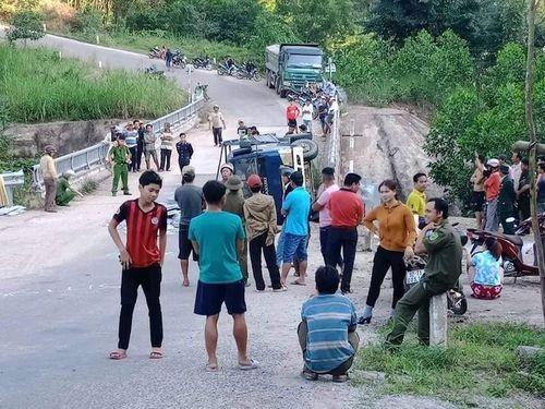 Xe tải mất thắng khi đổ dốc, 2 người tử vong