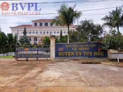 Cách hết chức vụ Chánh văn phòng Huyện ủy đánh lái xe đến nhập viện