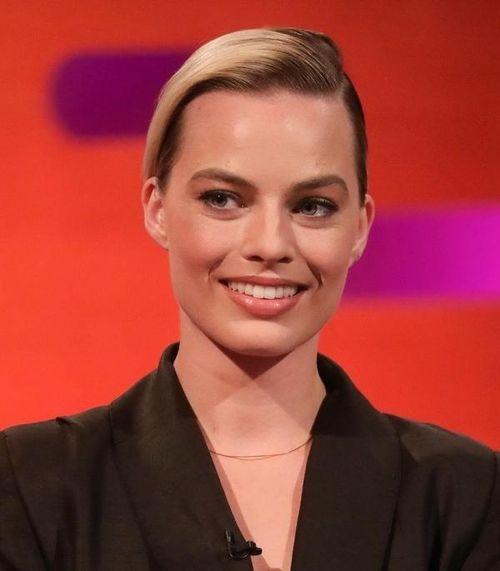'Quả bom sex' Margot Robbie thanh lịch trong thiết kế của Nguyễn Công Trí