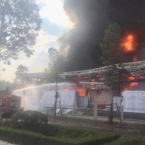 Cháy lớn công ty nệm, nhiều công nhân nguy cơ mất việc ngày đầu năm