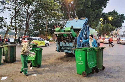 Hà Nội những ngày sau Tết: Tồn đọng rác thải sinh hoạt ở nhiều địa phương