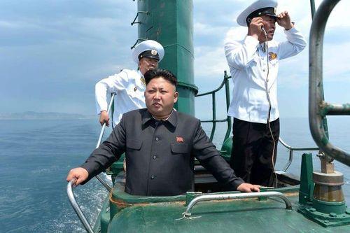 Triều Tiên khoe tàu ngầm hạt nhân và tên lửa mới, Mỹ cùng đồng minh 'run sợ'?