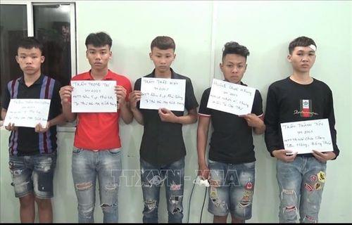 Tạm giữ 5 thanh thiếu niên dùng dao truy đuổi, chém trọng thương 2 người