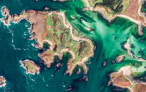 Thế giới đẹp không thể tin nổi dưới ống kính vệ tinh của Google