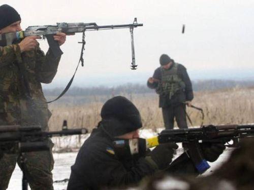 Quân đội Ukraine giao tranh ác liệt với phe miền Đông