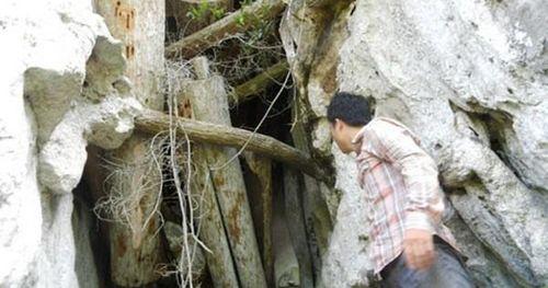 Khám phá hang quan tài kỳ bí 'treo' lưng chừng núi
