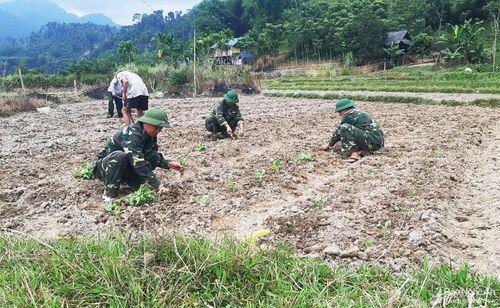 'Khuyến nông viên' trên bản biên giới