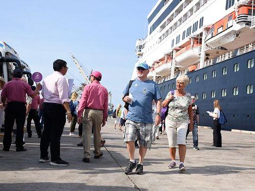 Tàu hơn 200 triệu USD cập cảng Thị Vải