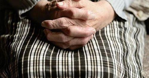 Người phụ nữ có nồng độ cồn trong nước tiểu cực cao do chứng bệnh hiếm gặp