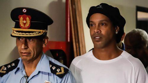 Hành trình đen đủi của Ronaldinho tại Paraguay