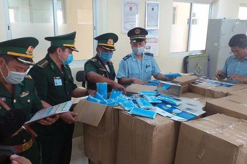 Bắt vụ xuất lậu hơn 16 vạn khẩu trang y tế sang Campuchia