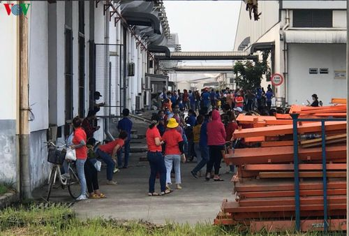 Cháy kho chứa hóa chất Công ty dệt may ở KCN Hòa Khánh Đà Nẵng