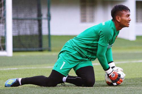 Tiêu cực đeo bám cầu thủ trẻ Việt Nam
