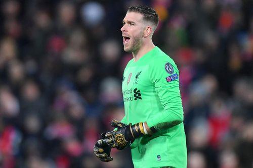 Tạm biệt Liverpool sau sai lầm của thủ môn