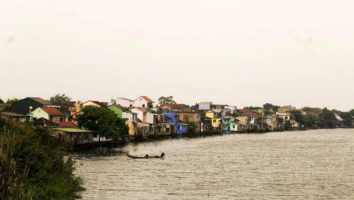 Kế hoạch 'thay áo mới' cho dãy nhà bên sông Hương