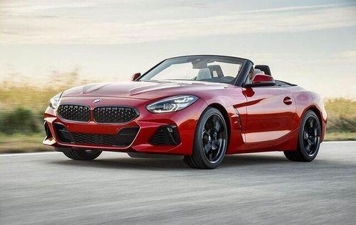 Ồ ạt ra mẫu mới, ô tô sang giảm giá mạnh vợt khách bình dân