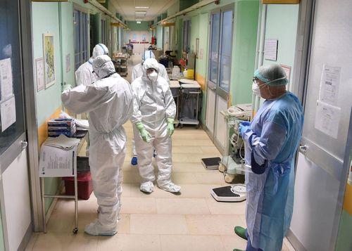 Cuộc chiến của các bác sĩ Italy là lời cảnh báo về virus corona