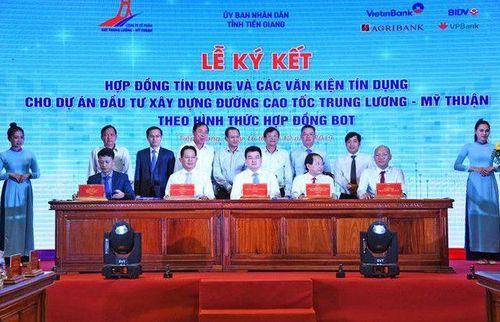 VietinBank giải ngân món vay đầu tiên dự án Trung Lương - Mỹ Thuận