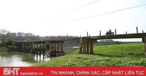 Chênh vênh qua cầu đường bộ ở Lộc Yên