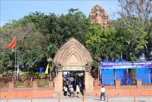 Dịch COVID-19: Khánh Hòa tạm thời đóng cửa các cơ sở kinh doanh dịch vụ