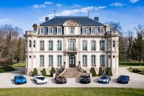 Cảnh tượng siêu xa xỉ: Màn hội tụ hiếm có của dàn siêu xe Bugatti Chiron