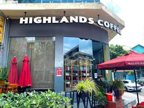 TP.HCM: Starbucks, Highland, Gogi... đồng loạt đóng cửa, chỉ bán mang đi
