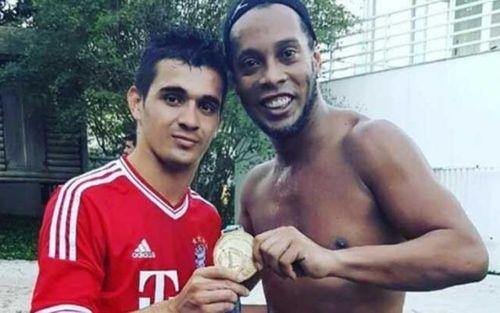 Rivaldo: 'Ronaldinho tổn hại danh tiếng khi ngồi tù'