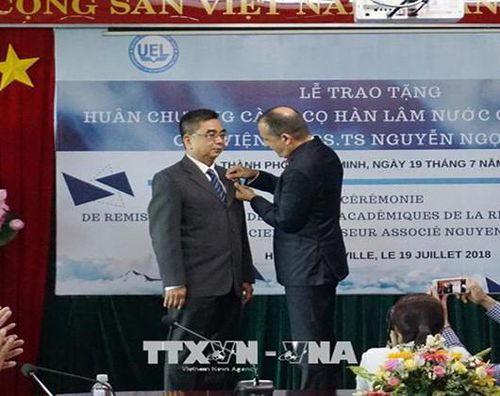 Phó Giáo sư Nguyễn Ngọc Điện giữ chức Hiệu trưởng Trường Đại học Hoa Sen