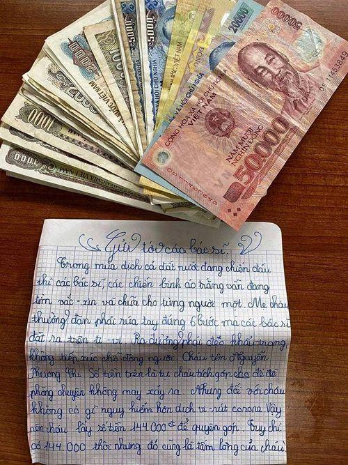 Bé lớp 5 gửi 144.000 đồng tiết kiệm và lời nhắn cảm động tới các bác sĩ chống dịch