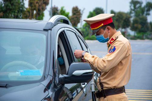 Quảng Ninh nới kiểm soát người và xe từ địa phương khác đi vào tỉnh