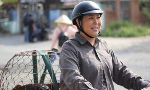 NSND Hồng Vân giản dị kể chuyện gia đình vẫn đưa 'Đại Kê chạy đi' vào top thịnh hành YouTube