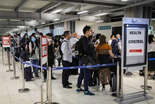 Tìm phương án hỗ trợ 5 công dân Việt bị mắc kẹt tại sân bay Thái Lan