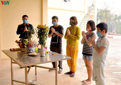 Ấm áp tình người trong khu cách ly tại Điện Biên