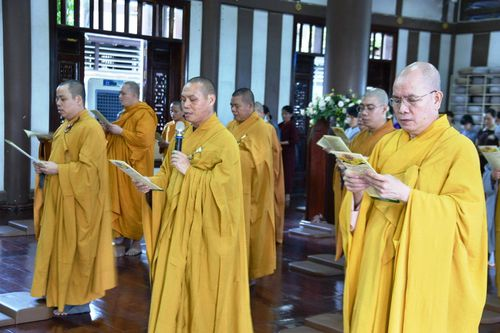 Ban Văn hóa Phật giáo TP.HCM tổ chức lễ Tắm Phật
