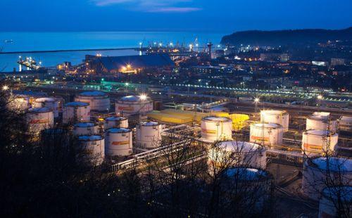 NYT: Giá dầu lao dốc, lời nói dối không ngượng ngùng suốt hàng thập kỷ của Nga bị lật tẩy