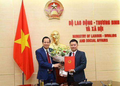 Trao quyết định bổ nhiệm Chánh Văn phòng Quốc gia về giảm nghèo