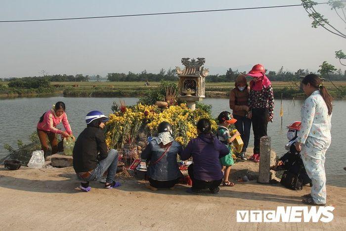 Giải mã sự linh thiêng của 'rắn thần' xuất hiện nơi mộ 'bà ăn mày' ở Quảng Bình