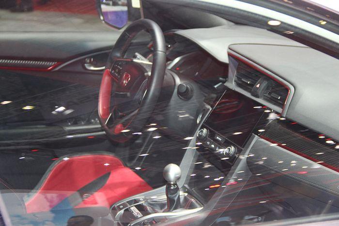 'Xe đua đường phố' Honda Civic Type R vừa ra mắt sở hữu công nghệ gì đặc biệt?