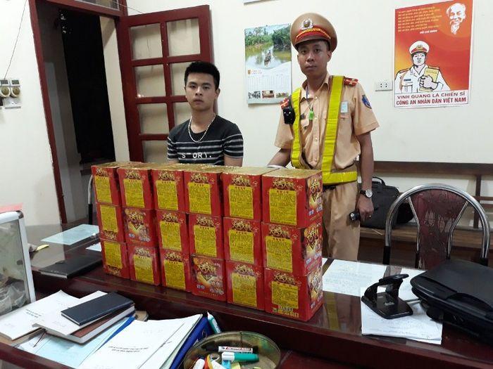 Báo Thanh Tra: Bắc Giang: Bắt đối tượng vận chuyển 28,8 kg pháo hoa