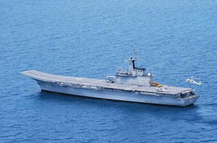 Kích thước nhỏ khiến nó trông giống tuần dương hạm hạng nhẹ hơn là tàu sân bay. Ảnh: Military-Today.
