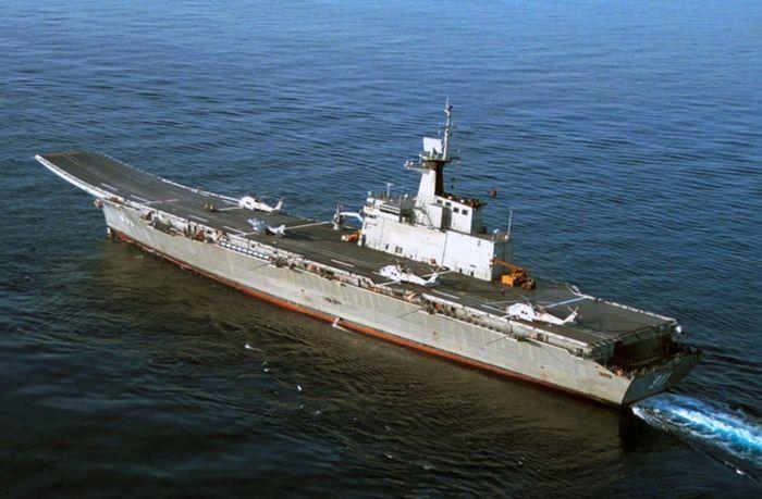 Tàu chở 393 thủy thủ, 62 sĩ quan, 146 phi công và các nhân viên phục vụ đội bay. Ảnh: Military-Today.